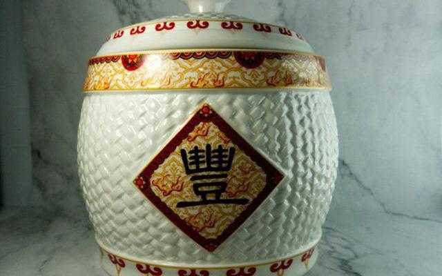 Theo phong thủy, di chuyển hũ gạo đến chỗ này trong năm mới để ăn nên làm ra - Ảnh 1.