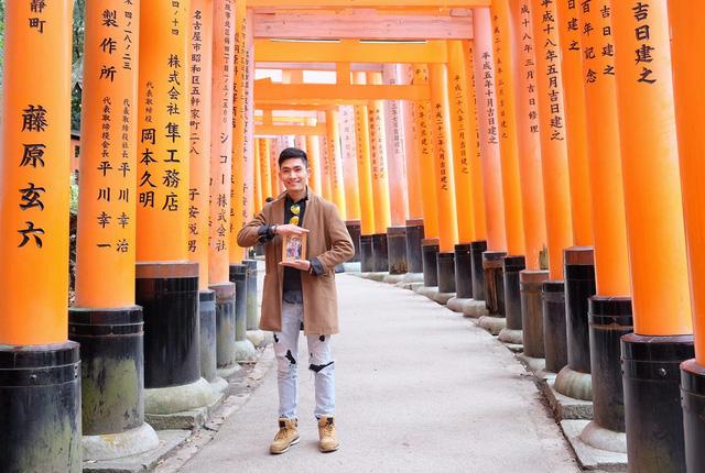 Chàng trai Việt mang di ảnh bố mẹ đi khắp nước Nhật lộ tài nấu nướng đẳng cấp: Đưa đồ ăn đơn giản lên '5 sao' - ảnh 1