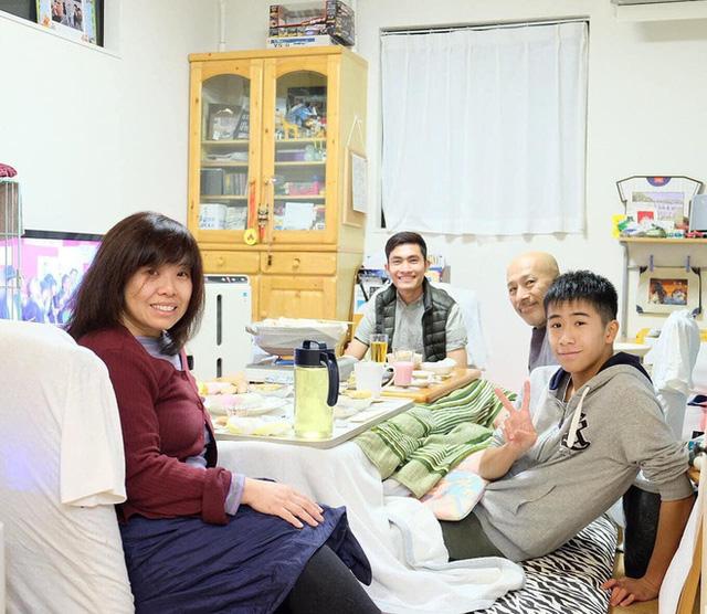 Chàng trai Việt mang di ảnh bố mẹ đi khắp nước Nhật lộ tài nấu nướng đẳng cấp: Đưa đồ ăn đơn giản lên '5 sao' - ảnh 22