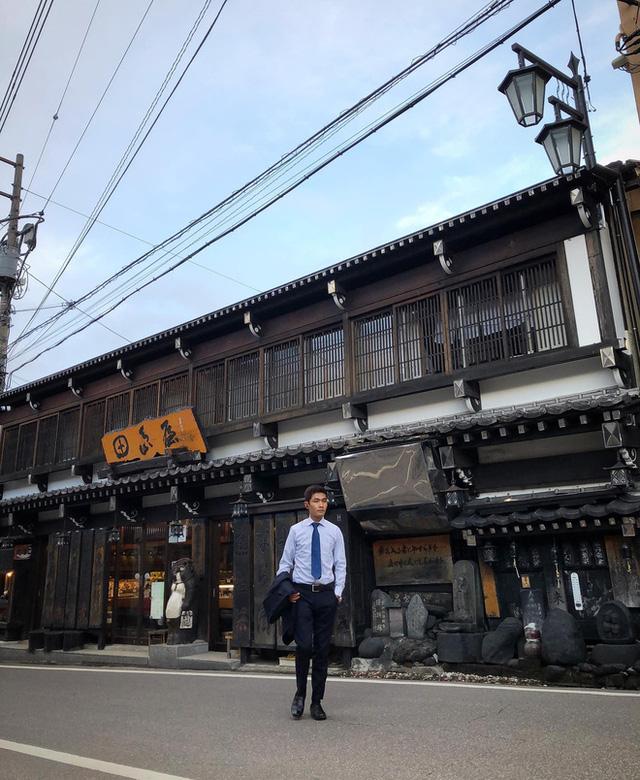 Chàng trai Việt mang di ảnh bố mẹ đi khắp nước Nhật lộ tài nấu nướng đẳng cấp: Đưa đồ ăn đơn giản lên '5 sao' - ảnh 24