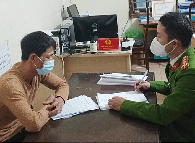 Xử phạt hành chính 2 người đưa du khách vào chùa Hương bất chấp lệnh cấm - Ảnh 1.