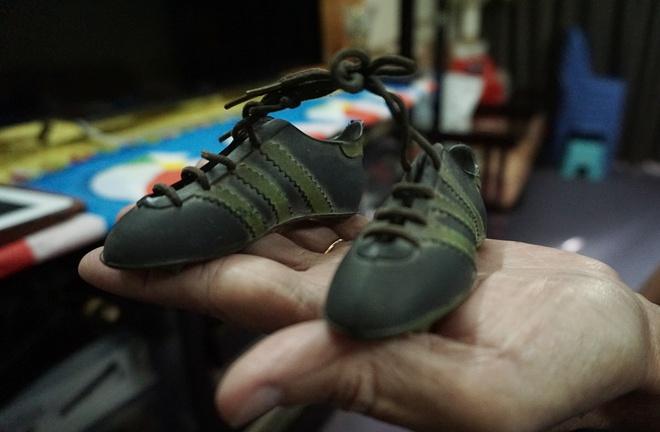 Đôi giày nhỏ của người Nhật và niềm hy vọng đặc biệt từ Công Vinh - Ảnh 1.