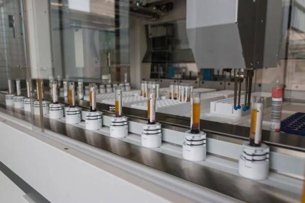 Pháp nghiên cứu lại các mẫu huyết thaɴʜ trước 11/2019 quy mô lớn: Phát hiện sự xuất hiện của Covid-19 tại Pháp từ sớm - Ảnh 2.