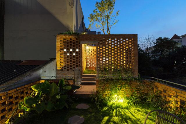 Ngôi nhà 64 m2 tại Hà Nội như một khu vườn với rau và cây ăn trái - Ảnh 10.