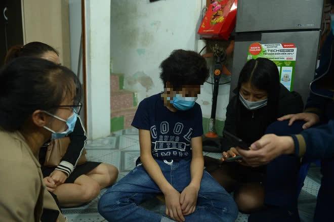 Bé gái 12 tuổi ở Hà Nội tố bị mẹ đẻ bạo hành: Lúc bị đánh em van xin mẹ bỏ qua nhưng không được... - Ảnh 4.