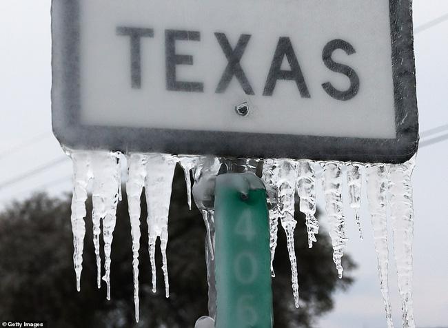 Chưa hết nỗi khổ vạn vật hóa đá, người dân Texas lại khốn đốn vì mất nước và lương thực cạn kiệt, nhìn loạt ảnh mới thấy cùng cực thế nào - Ảnh 2.