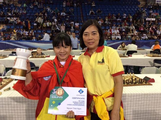 Nữ sinh lớp 10 vô địch cờ vua thế giới: Tự bắt xe khách vượt 200km đi học thêm từ lớp 3, lột xác ngoạn mục khi giảm liền 9 kg! - ảnh 3