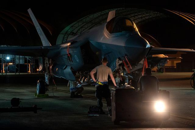 Máy bay Mỹ đột kích không phận Syria, căn cứ Nga bị đưa vào tầm ngắm - Iran phóng tên lửa, gửi cảnh báo nóng tới ông Biden - Ảnh 2.