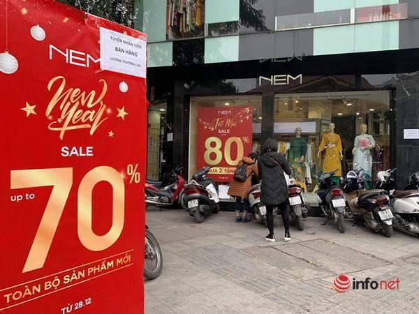 Nhiều hãng thời trang, cửa hàng thi nhau 'xả hàng', giảm giá 80%... khách vẫn thờ ơ - Ảnh 2.
