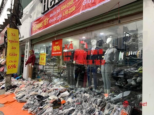 Nhiều hãng thời trang, cửa hàng thi nhau 'xả hàng', giảm giá 80%... khách vẫn thờ ơ - Ảnh 15.