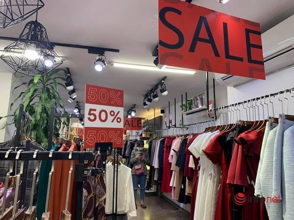 Nhiều hãng thời trang, cửa hàng thi nhau 'xả hàng', giảm giá 80%... khách vẫn thờ ơ - Ảnh 10.