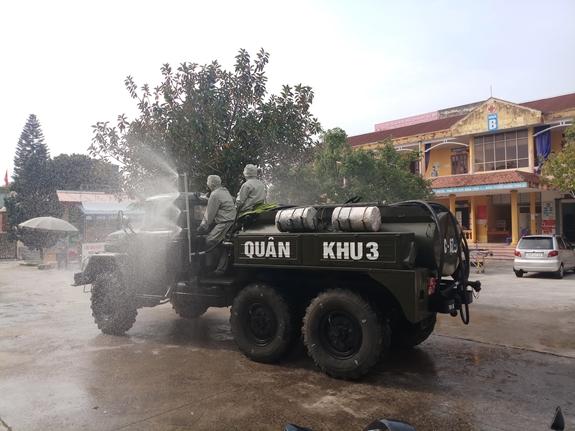 Tướng Võ Văn Tuấn: Quân đội kích hoạt trạng thái như thời chiến để chống dịch là chuyện chưa từng có tiền lệ - Ảnh 2.