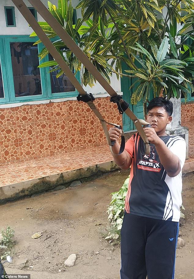 Từng được mệnh danh là đứa trẻ béo nhất thế giới, ngoại hình của cậu bé Indonesia giờ ra sao? - Ảnh 6.