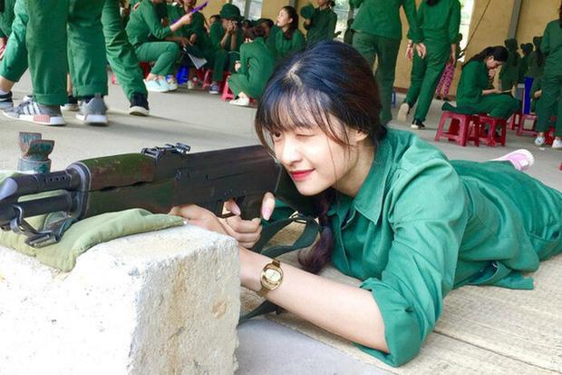 Á hậu Kiều Loan đăng ảnh khoe vòng eo con kiến nhưng chi tiết phía sau khiến dân tình bàn tán xôn xao - Ảnh 7.