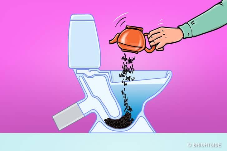8 thứ bạn không nên vứt vào bồn cầu: Bạn cho rằng xả nước là xong ư, không đâu! - Ảnh 4.