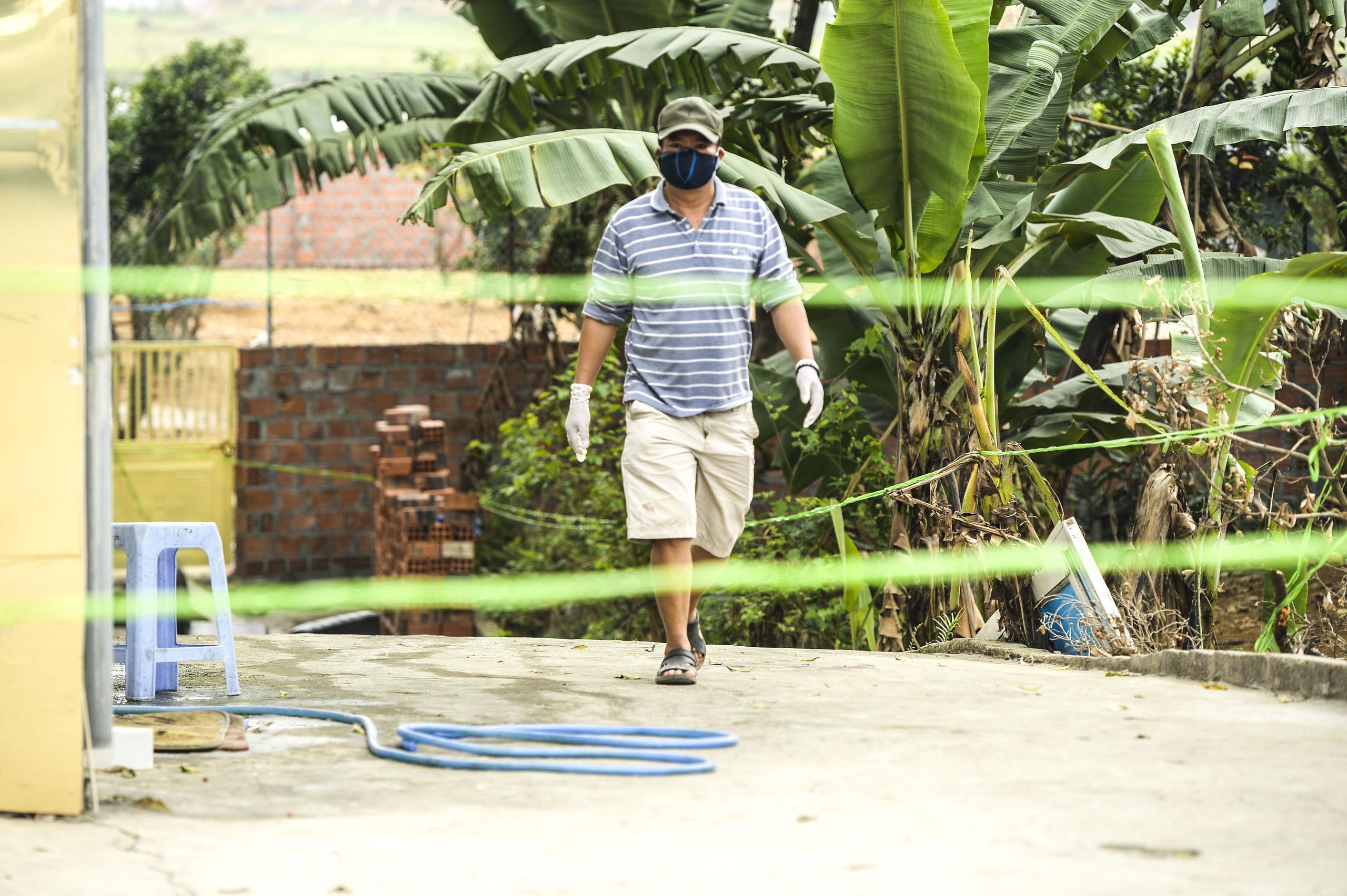 Hiện trường vụ truy sát 3 người chết, 5 người bị thương ở Hòa  Bình - Ảnh 16.