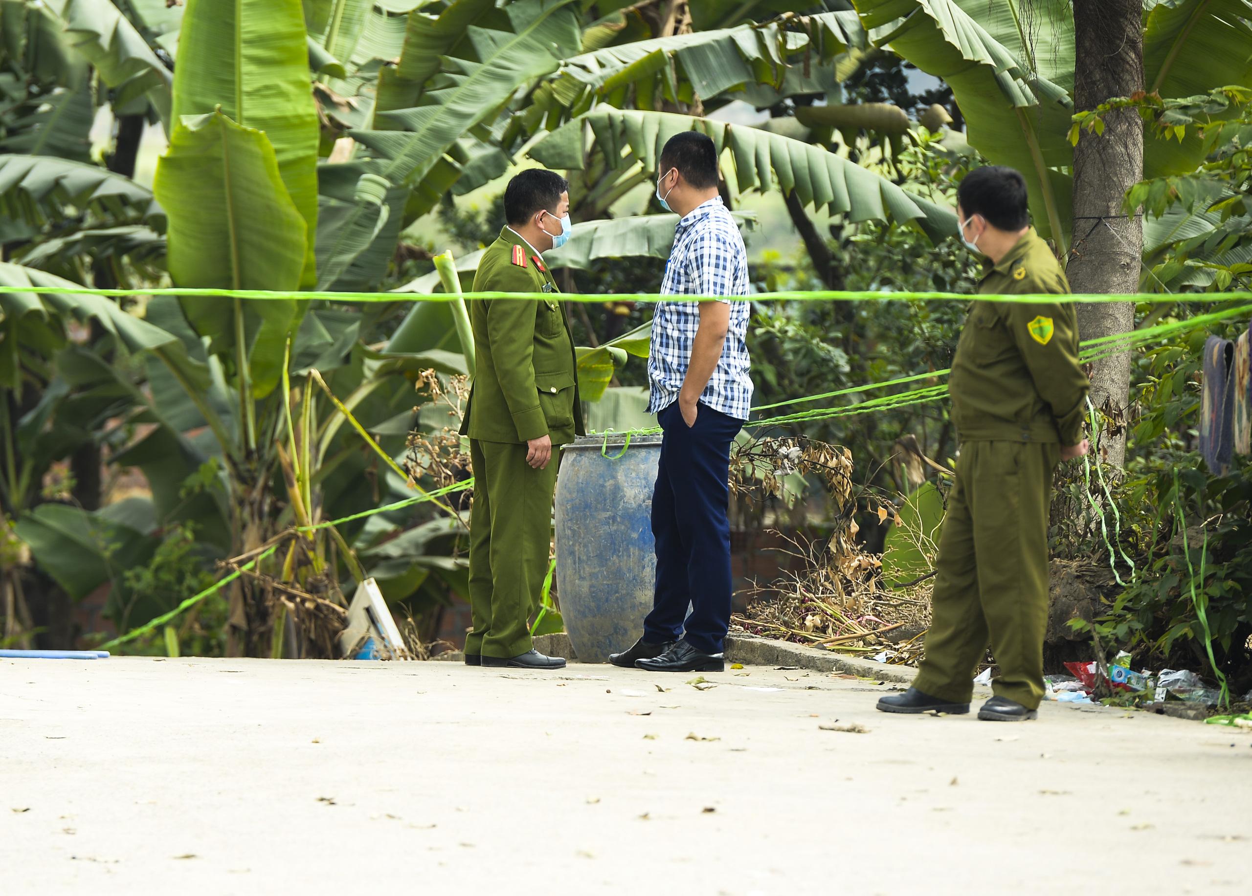 Hiện trường vụ truy sát 3 người chết, 5 người bị thương ở Hòa  Bình - Ảnh 15.