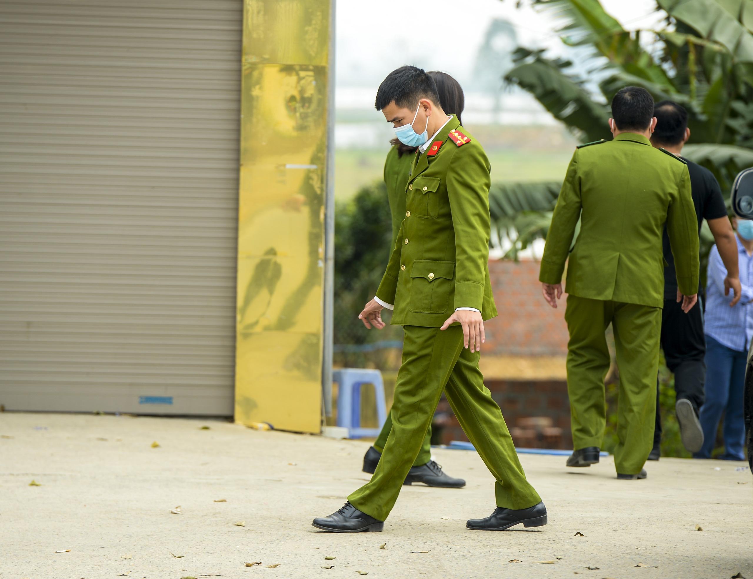 Hiện trường vụ truy sát 3 người chết, 5 người bị thương ở Hòa  Bình - Ảnh 3.