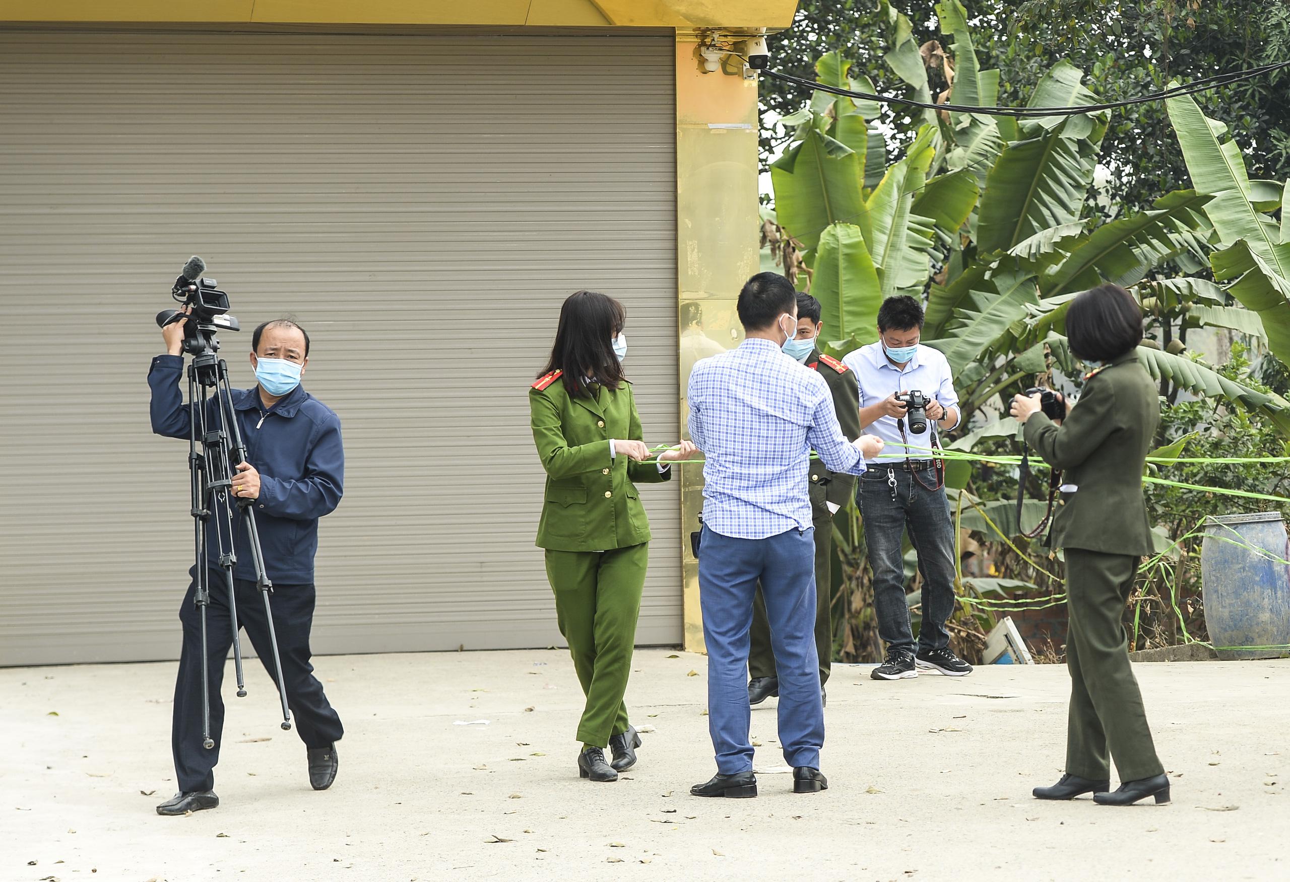 Hiện trường vụ truy sát 3 người chết, 5 người bị thương ở Hòa  Bình - Ảnh 2.