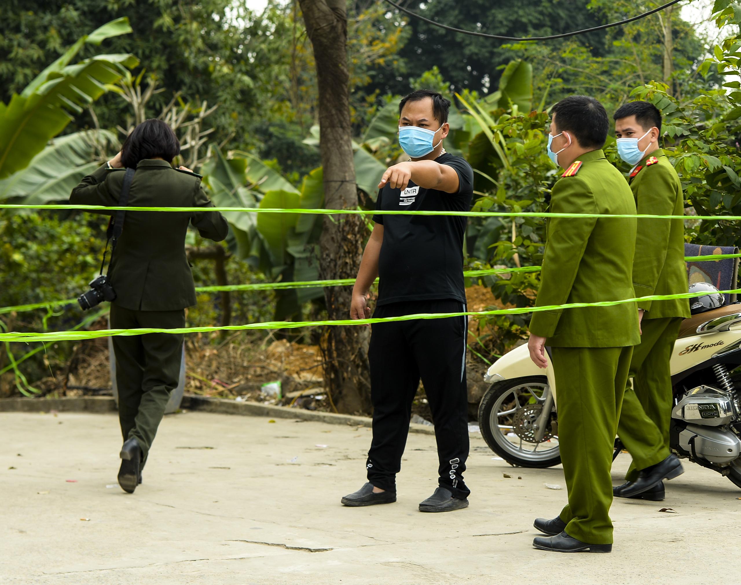 Hiện trường vụ truy sát 3 người chết, 5 người bị thương ở Hòa  Bình - Ảnh 9.