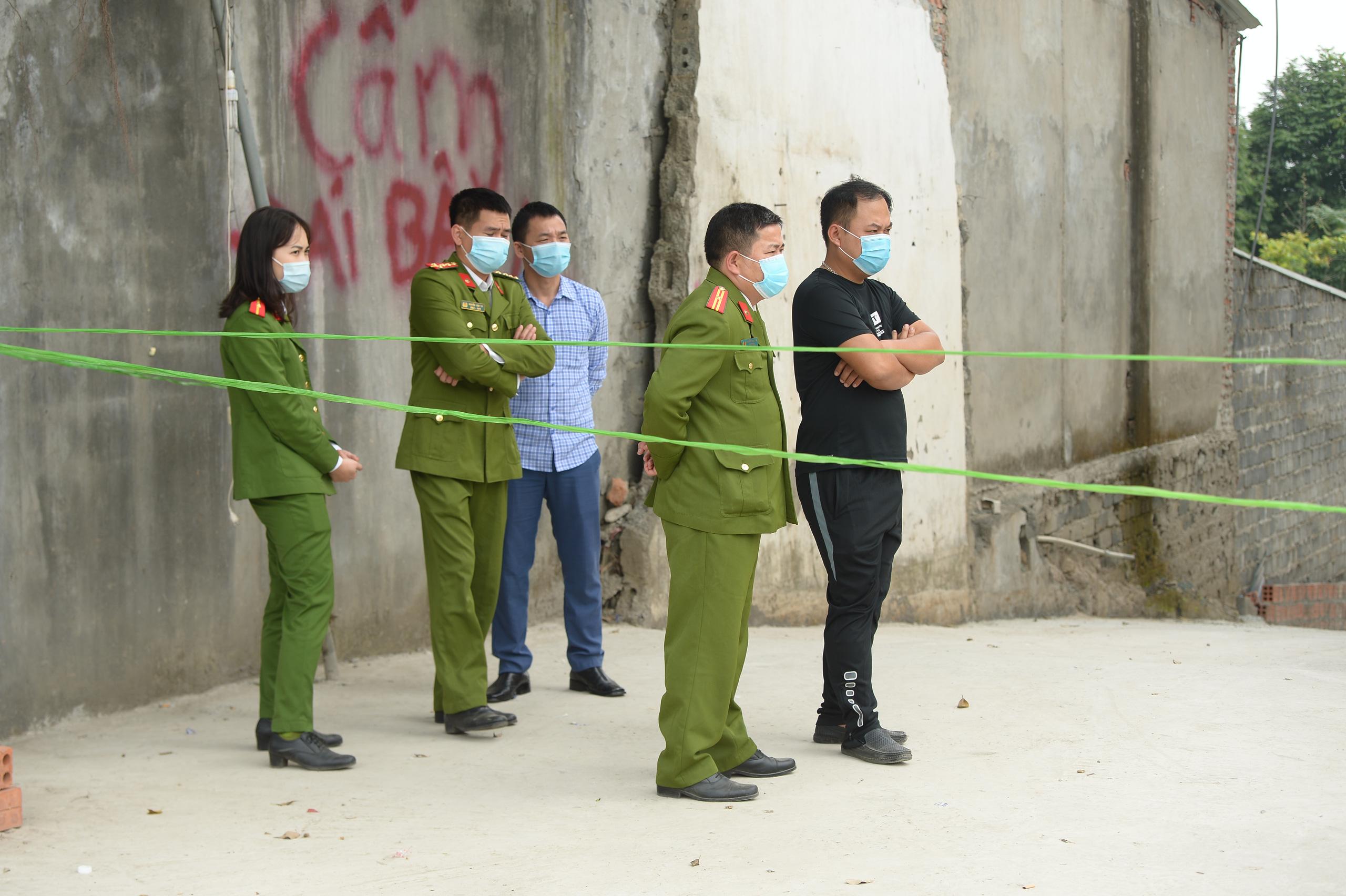 Hiện trường vụ truy sát 3 người chết, 5 người bị thương ở Hòa  Bình - Ảnh 4.