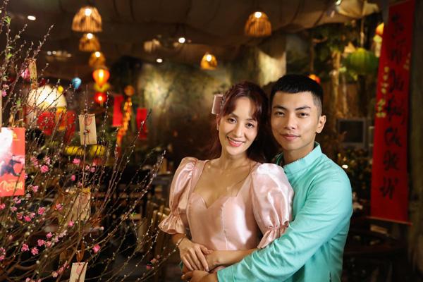 Cuộc sống hạnh phúc của nữ kiện tướng dance sport Khánh Thi bên chồng kém 11 tuổi - Ảnh 1.