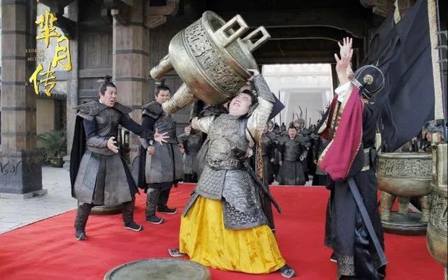 3 vị hoàng đế qua đời kỳ quặc nhất lịch sử Trung Hoa: Người chết vì khoe khoang thể lực hơn người, kẻ qua đời vì dọa giết đầu bếp - Ảnh 2.