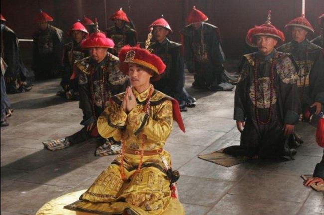 Vị Hoàng đế tiết kiệm nhất nhà Thanh: Không cho phép người trong cung ăn thịt, buộc phi tần phải nuôi gà và thích mặc long bào chắp vá - Ảnh 1.