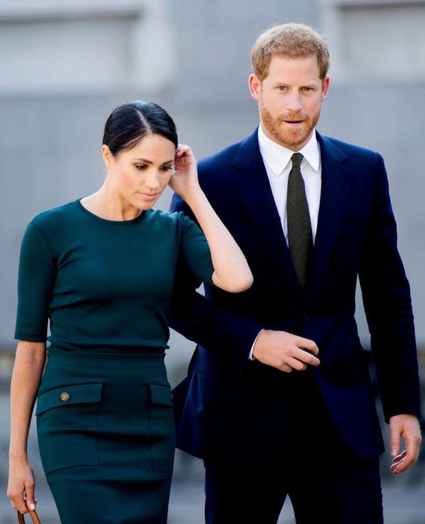 Sau thông báo thiếu tôn trọng của vợ chồng Meghan Markle, Nữ hoàng Anh có động thái mới khiến nhà Sussex xấu hổ không nói nên lời - Ảnh 2.