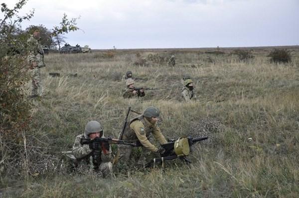 """Ukraine tấn công dữ dội, chiến binh thân Moscow ở Donbass thiệt hại nặng - QĐ Nga sẵn sàng """"đập tan"""" mọi thách thức - Ảnh 1."""