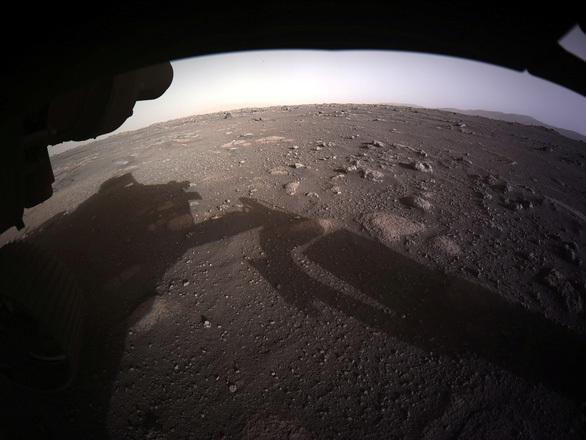 Người thám hiểm của NASA gửi hình ảnh chưa từng có về sao Hoả - Ảnh 1.