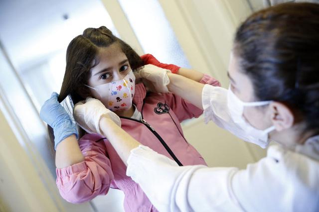 Thử nghiệm vaccine COVID-19 với trẻ vị thành niên - Ảnh 2.