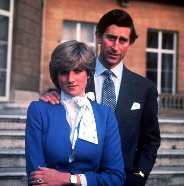 15 bức ảnh không thể quên của Công nương Diana suốt 15 năm chôn chân trong hôn nhân bi kịch: Hạnh phúc chẳng mấy mà sao khổ đau chất đầy? - Ảnh 2.
