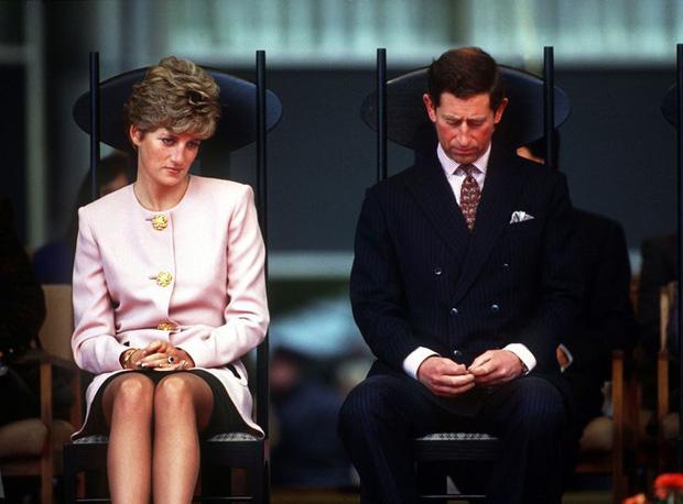 15 bức ảnh không thể quên của Công nương Diana suốt 15 năm chôn chân trong hôn nhân bi kịch: Hạnh phúc chẳng mấy mà sao khổ đau chất đầy? - Ảnh 11.