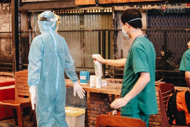 Đang nhậu ở Sài Gòn thì bất ngờ được lấy mẫu xét nghiệm Covid-19: Người thích thú, người lo lắng định bỏ về - Ảnh 15.