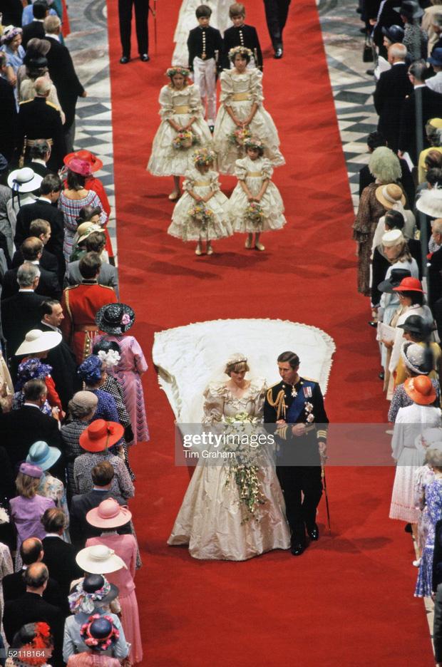 15 bức ảnh không thể quên của Công nương Diana suốt 15 năm chôn chân trong hôn nhân bi kịch: Hạnh phúc chẳng mấy mà sao khổ đau chất đầy? - Ảnh 3.