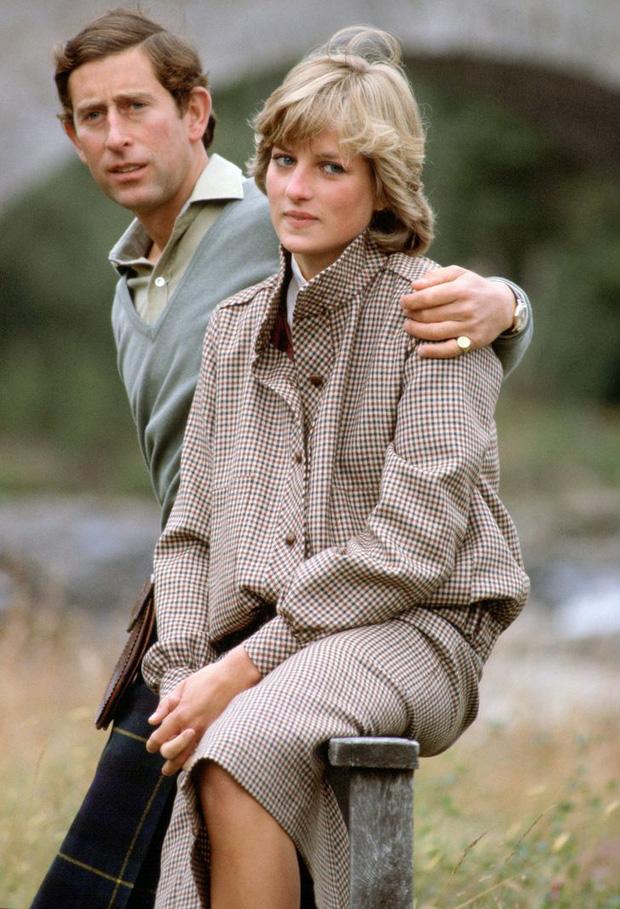 15 bức ảnh không thể quên của Công nương Diana suốt 15 năm chôn chân trong hôn nhân bi kịch: Hạnh phúc chẳng mấy mà sao khổ đau chất đầy? - Ảnh 4.