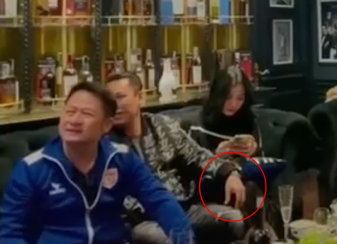 Lộ clip gái xinh An Giang 2k2 ngồi với chồng cũ Lệ Quyên, bàn tay của đại gia tiết lộ mối quan hệ đặc biệt trên tình bạn - Ảnh 5.