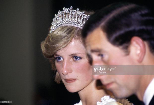 15 bức ảnh không thể quên của Công nương Diana suốt 15 năm chôn chân trong hôn nhân bi kịch: Hạnh phúc chẳng mấy mà sao khổ đau chất đầy? - Ảnh 8.