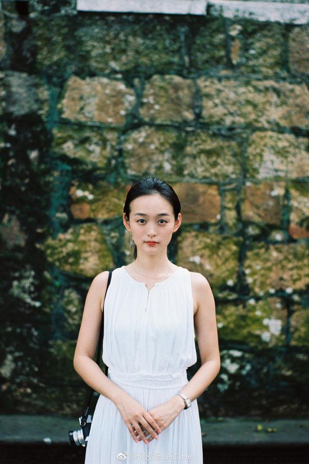 Tiểu Triệu Lệ Dĩnh bị tung ảnh hẹn hò ngay đầu năm mới: Nắm tay nhau vào khách sạn, nam chính gây bão vì quá đẹp trai - Ảnh 10.