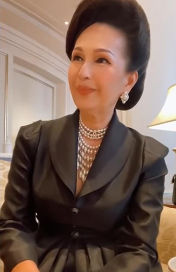 Nữ hoàng ảnh lịch Diễm My 59 tuổi vẫn xinh đẹp, giàu có, diện đồ 170 triệu - Ảnh 3.