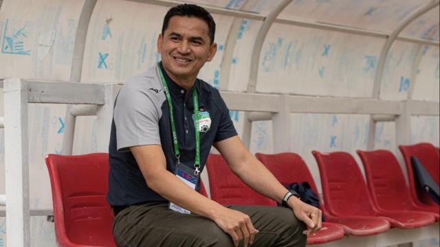 Trả lời phỏng vấn báo Thái Lan, Kiatisuk nói điều trái ngược với tuyên bố của bầu Đức - Ảnh 1.