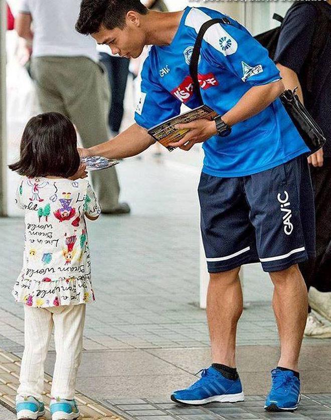 Hình ảnh phát tờ rơi tại Nhật Bản khiến Công Phượng phải chịu nỗi oan thế nào? - Ảnh 1.