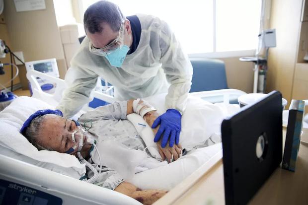 Cảm giác của người chết vì Covid-19 là như thế nào? Chỉ 2 chữ kinh hoàng, theo trải nghiệm của các bác sĩ trị bệnh - Ảnh 3.