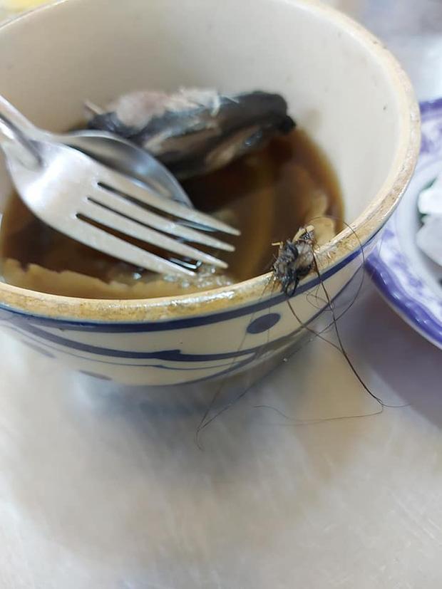 Vị khách tái mặt phát hiện 1 nắm tóc rối trong bát mì đang ăn, nhưng bất mãn nhất là thái độ biết nhưng thờ ơ của chủ quán - Ảnh 4.