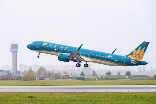 Vietnam Airlines liên tiếp bị đàn em vượt mặt - Ảnh 1.