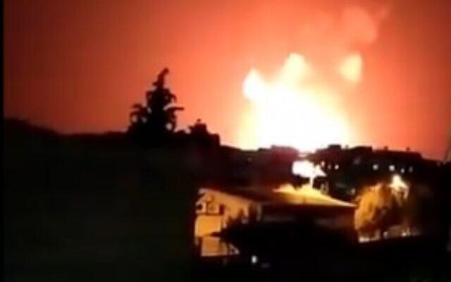 2 đoàn xe quân sự bị tấn công, Mỹ hứng đòn trả đũa đầu tiên sau trận không kích - QĐ Armenia đòi Thủ tướng từ chức, nguy cơ đảo chính? - Ảnh 1.