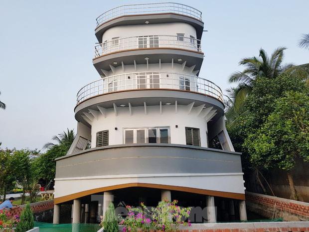 Một nông dân làm nghề nuôi lươn ở Vĩnh Long bỏ 5 tỷ xây căn nhà có hình dáng lạ - Ảnh 5.