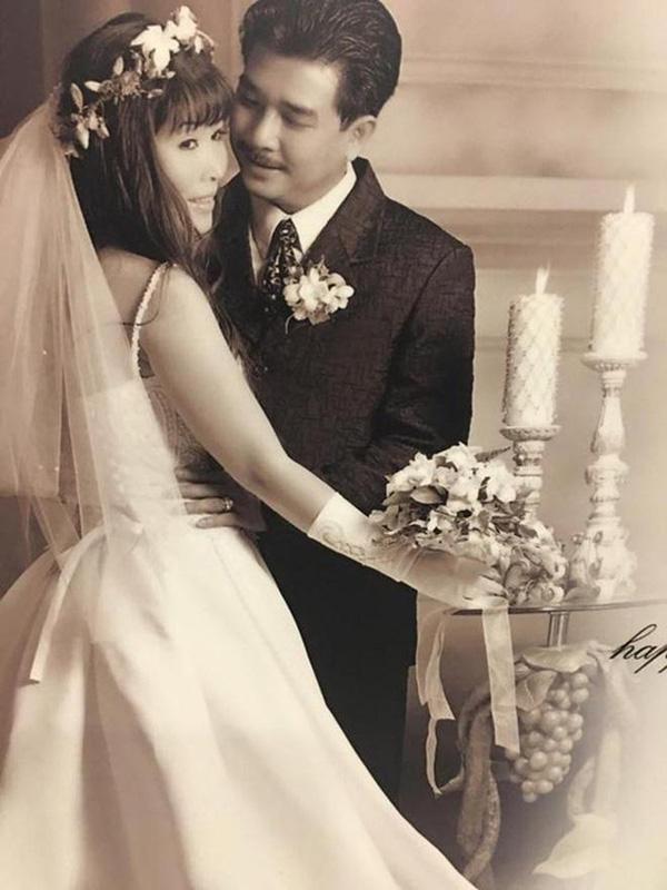 Hôn nhân giản dị nhưng bền chặt của NSND Hồng Vân và chồng tài tử kém 3 tuổi - ảnh 1
