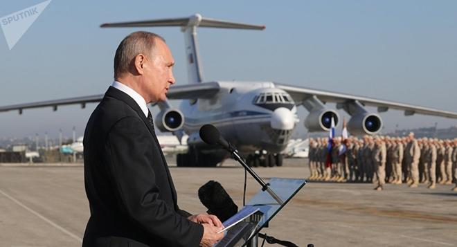 Mỹ tấn công Syria: Nga báo động Đỏ - Lộ tiêm kích khủng cùng Su-30SM, Su-35 nghênh chiến - Ảnh 3.